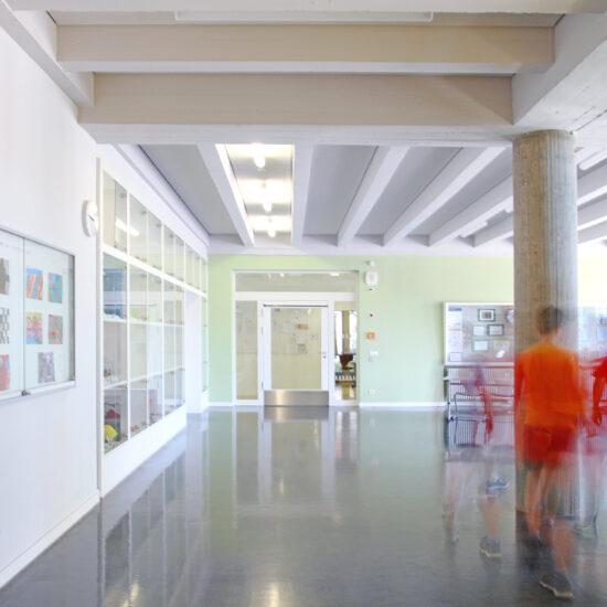Schulgänge mit Ausstellungsfläche